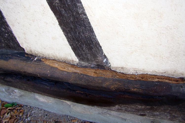 choisir materiaux de construction r paration d 39 une grosse poutre bois sur maison colombage. Black Bedroom Furniture Sets. Home Design Ideas